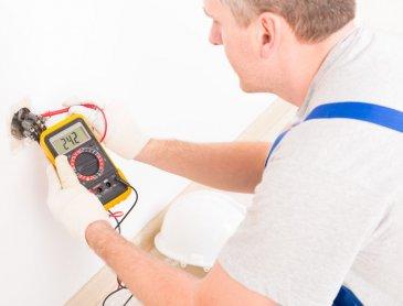 Devis gratuit pour remise aux normes de système électrique à Roanne