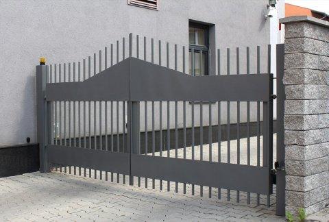 Entreprise spécialisée dans la création et pose de portail sur mesure en alu à Irigny